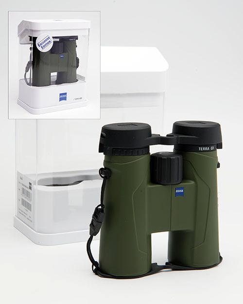 † A NEW AND UNUSED SET OF ZEISS TERRA 8X42 ED GREEN BINOCULARS,