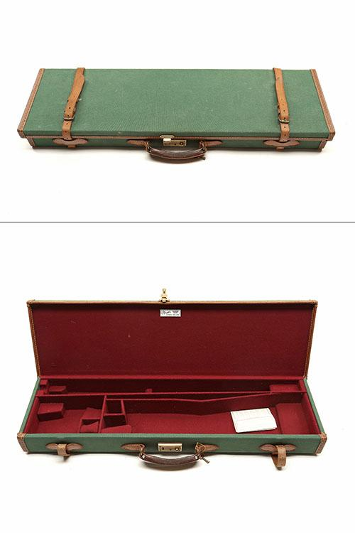 AN UNUSED BRADY CANVAS AND LEATHER SINGLE GUNCASE,