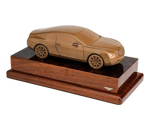 ANTHONY HOLT & SONS A FINE MOUNTED COLD CAST BRONZE OF A BENTLEY GT,