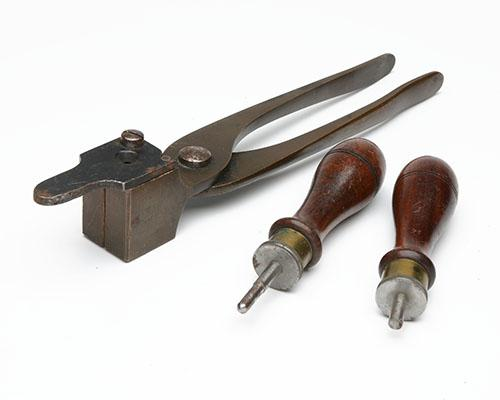 H. HOLLAND, LONDON A BRASS .450 BULLET MOULD WITH PLUGS FOR ROUND-NOSE AND HOLLOW-POINT BULLETS,