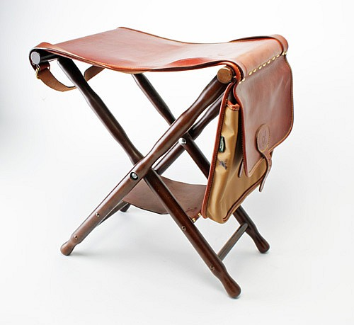 † EXPOSITO A NEW AND UNUSED FOLDING SHOOTING STOOL WITH BUILT IN CARTRIDGE BAG,