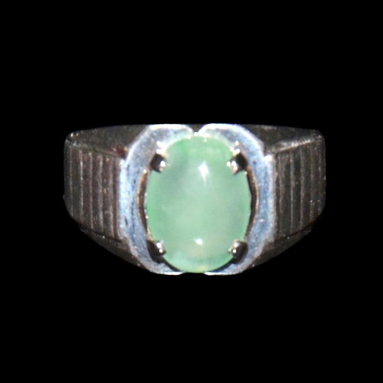 Apple Green Jadeite Ring set in 14K Gold 白金苹果绿翡翠戒指