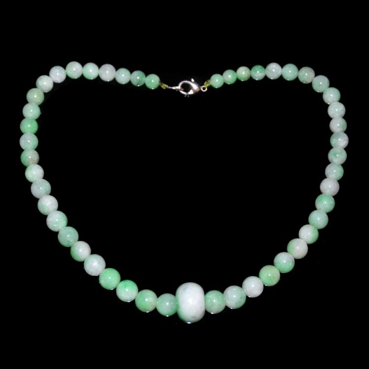 A Jadeite Bead Necklace with Central Bead 翡翠轮到玉珠链