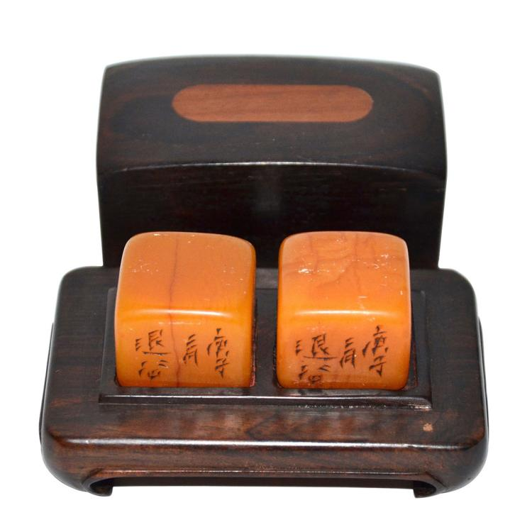 A Pair of Tianhuang Square Seal with Fitted Box-Stand with Cover 田黄印章一套两件(连带座盖盒)