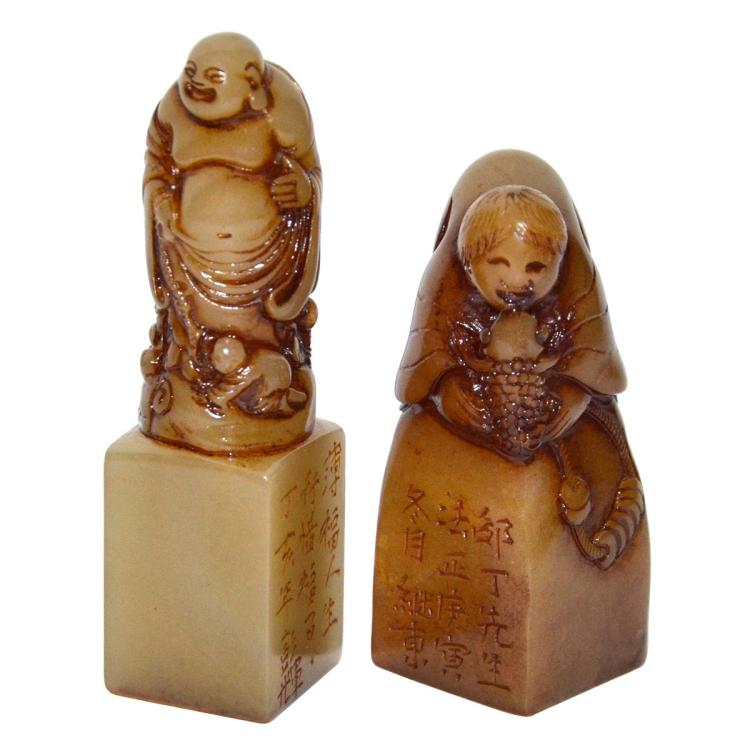 Two Furong Stone Carved Seals with Luohan Atop as Knop 芙蓉石雕罗汉钮印章两方
