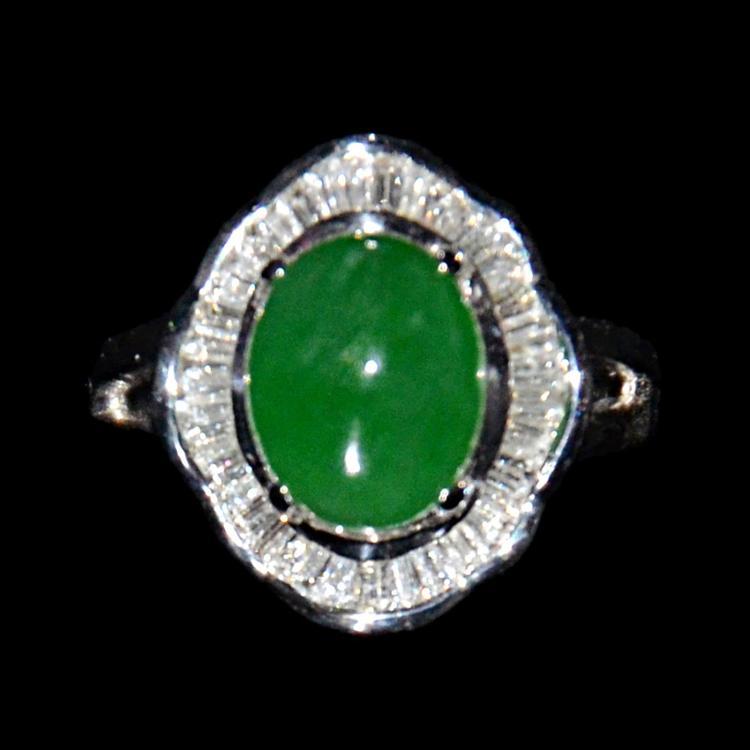 翡翠白金镶钻指环 A Jadeite and Diamond Ring