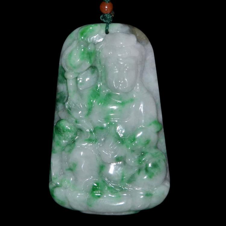 翡翠观音坐莲挂饰 Jadeite Pendant Carved with Guanyin Seated on Lotus