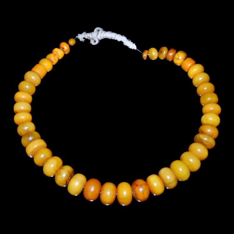 清 西藏 天然蜜蜡珠串(四十一粿)挂饰 Qing, A Fine and Rare String of Tibetan Amber Prayer Bead