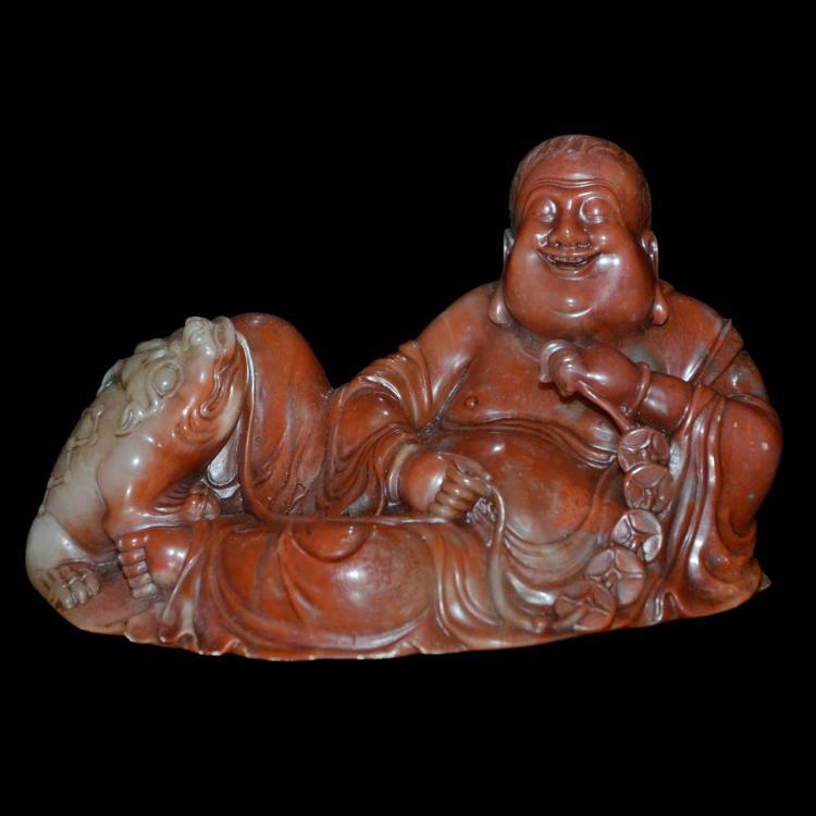 寿山红石雕刘海戏蟾摆件 Shoushan Stone Carving of Liuhai Parade with Toad Bringing Forth Coin as Wealth