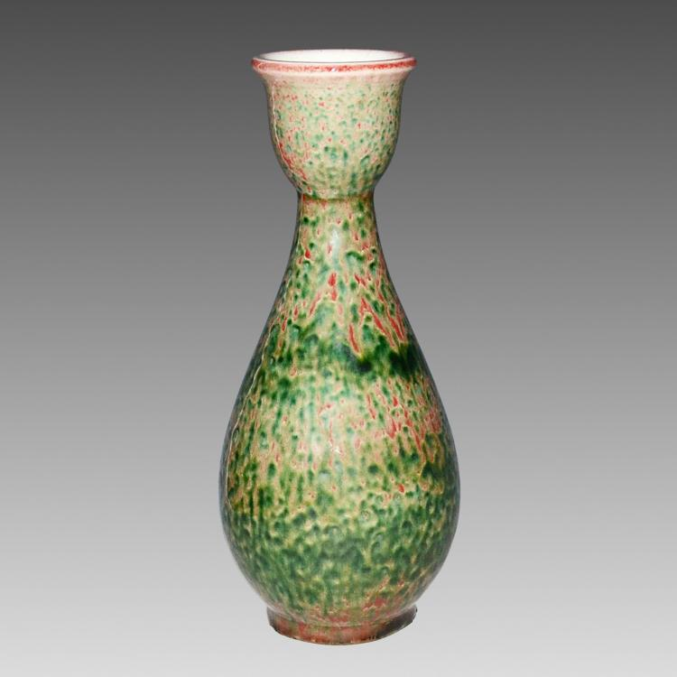 清 乾隆 豇豆红杯口瓶 Qing, A Peach-Bloom Glazed with Dark Green Mottling Vase