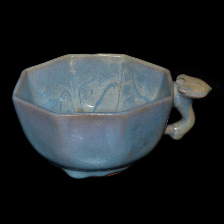 元 钧窑天青釉八棱耳盃 Yuan, Junyao Sky-Blue-Glazed Octagonal Wine Cup