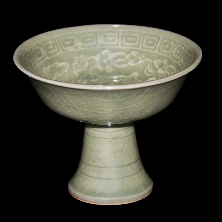 宋 耀州窑梅子青釉刻花卉凤凰迴纹高足杯 Song, Yaozhou Celadon Carved Floral-Phoenix Stem Cup