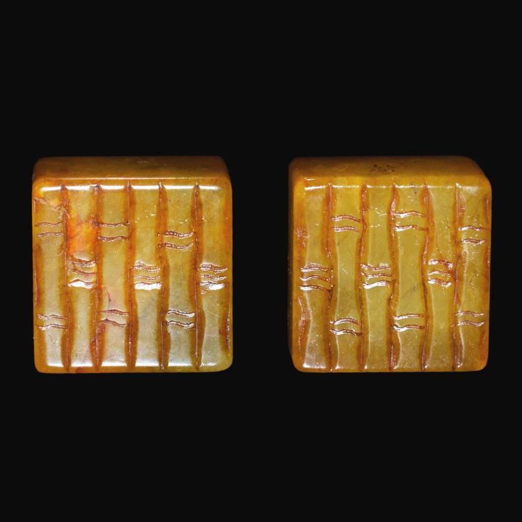 田黄刻竹节方印章一对(配木盖盒) A Pair of Tianhuang Stone Square Seals Carved with Bamboo Sections