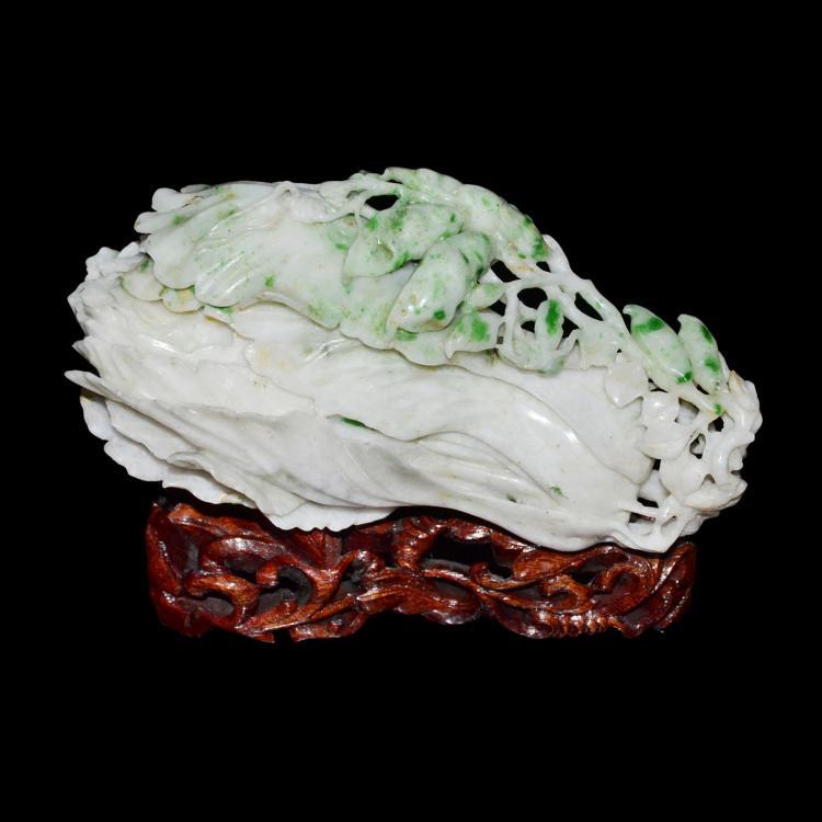 清 翡翠白菜缠枝豆荚 Qing, Exquisitely Carved Jadeite Cabbage