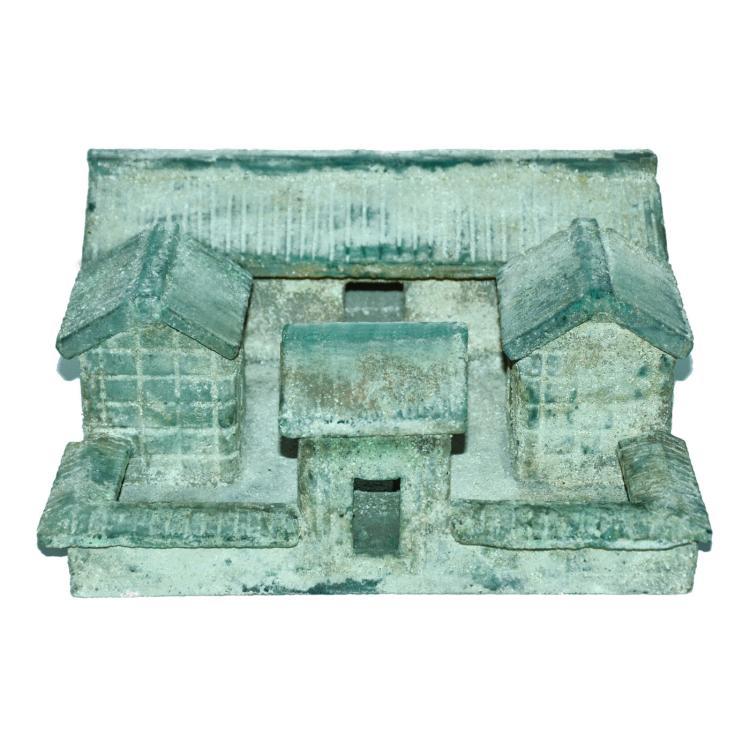 东汉 塑雕蓝玻璃四合院 Eastern Han, Blue-Glass Model of a Courtyard