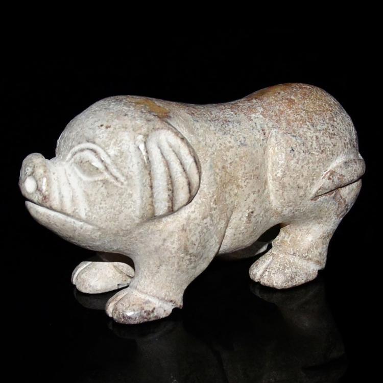 红山文化 白玉雕灵猪赏件 Hongshan, Jade Carving of Pig