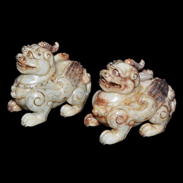 汉 武帝 白玉雕麒麟赏件一对 Han Dynasty, A Pair of White Jade Carving of Qilin
