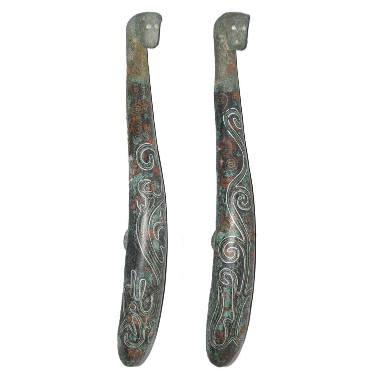 战国 青铜金银错龙纹带钩一对 Warring States, A Very Rare Pair of Bronze Gilt Silver Inlaid Dragon Belt Hooks