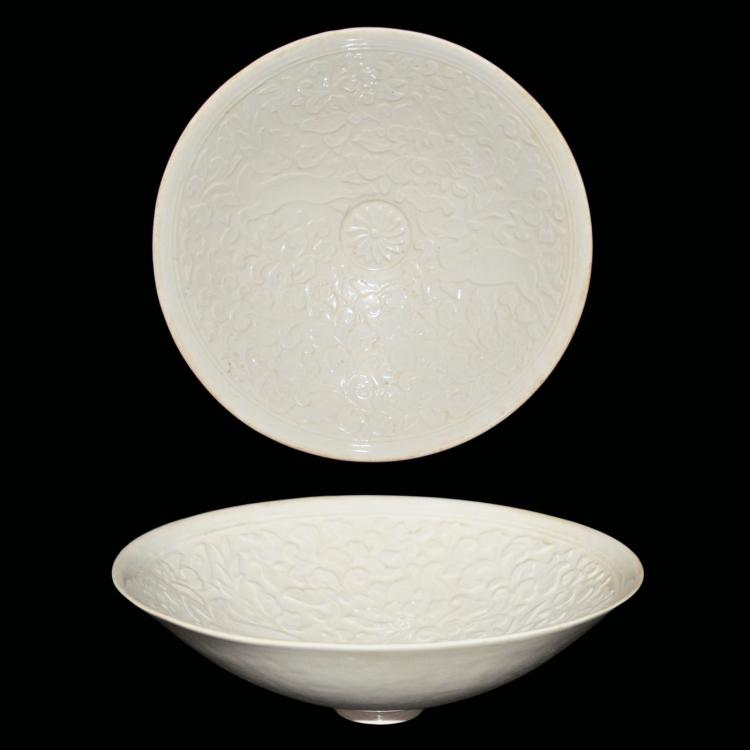 宋 定窑印花鹿穿花纹盘 Song, A Dingyao Moulded Conical Bowl