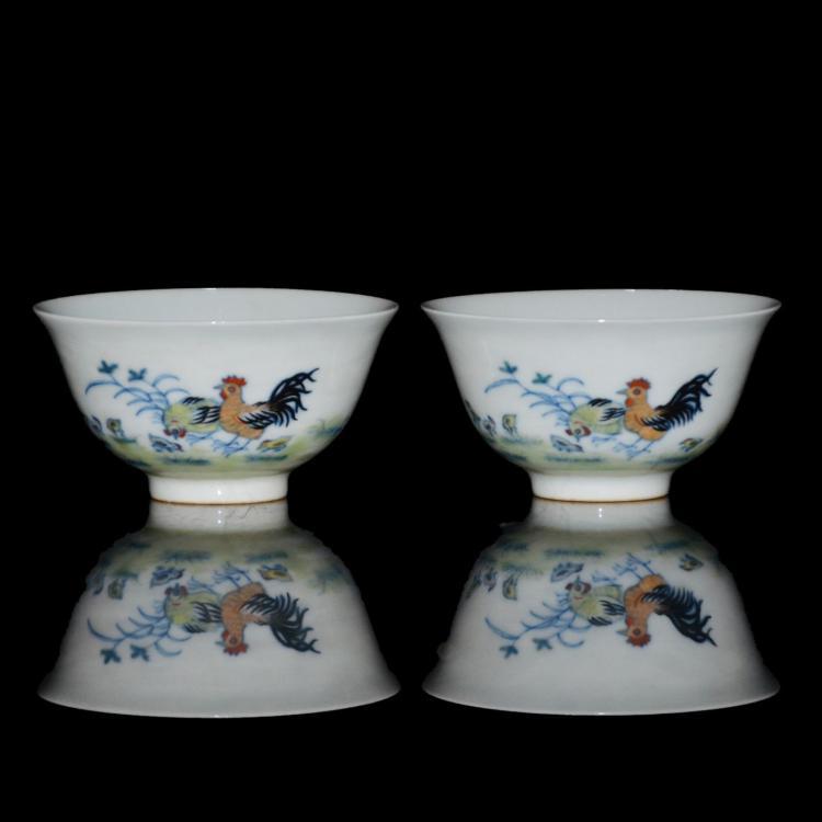 清 雍正 仿成化閗彩鸡稚花卉敞口杯一对 Qing, A Pair of Rare Ming-Style Doucai Chicken Cups