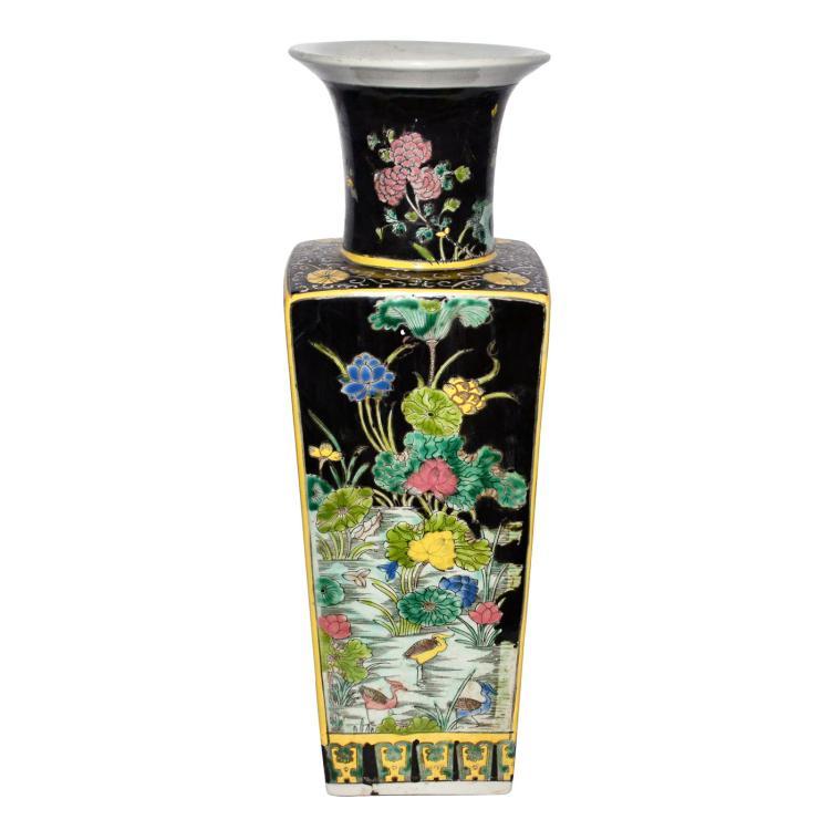 清 康熙黄边墨釉粉彩花卉敞口方瓶 Qing, A Famille-Noire Square Baluster Vase