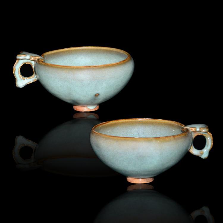 南宋 钧窑天青釉紫斑杯一对 Southern Song Dynasty,  A Fine Pair of Junyao Purple Splashed Bowl