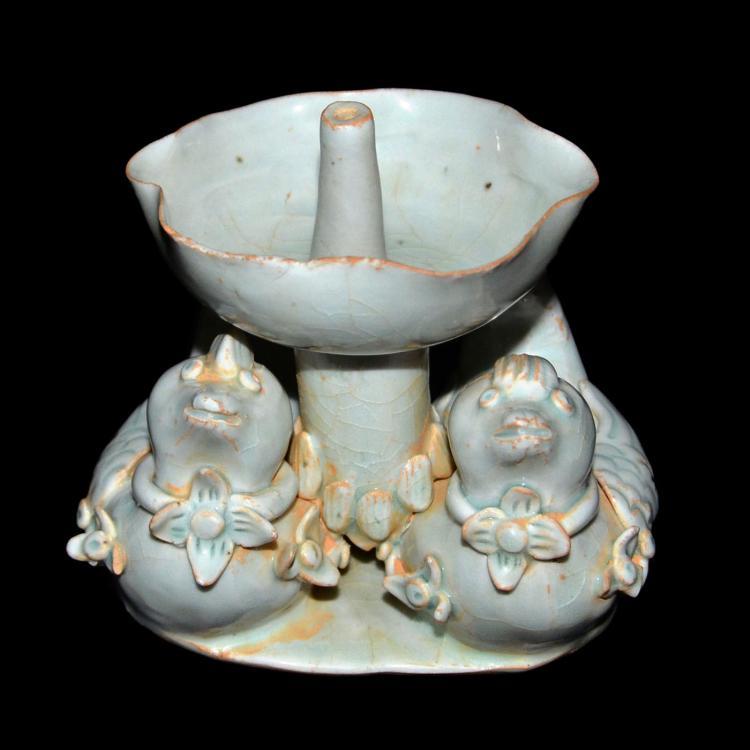 宋 影青双鸳鸯烛台 Song, An Unusual Yingqing Petal-Shaped Candle-Stand