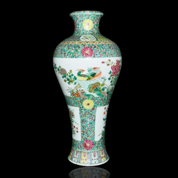 清 康熙 五彩开光花鸟草虫瓶 Qing, A Fine and Large Famille-Verte Wucai Baluster Vase