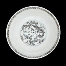 明 洪武 青花刻花龙纹盘 Ming, A Very Rare and Fine Blue and White Dragon Plate