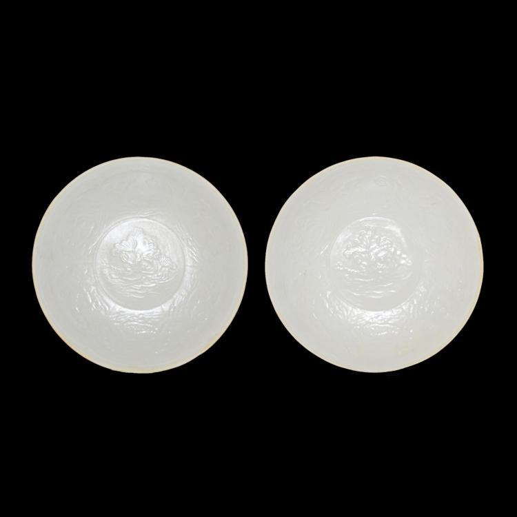宋 定窑印花荷池水禽图罔口盘一对 Song, A Fine Pair of Molded Dingyao Lotus Pond Plate with Unglazed Rim