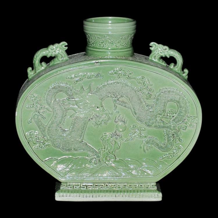 清 道光 绿釉刻花龙戏珠怀山浩海龙耳扁瓶 Qing, A Finely Carved Greenglazed Pottery Dragon Flask