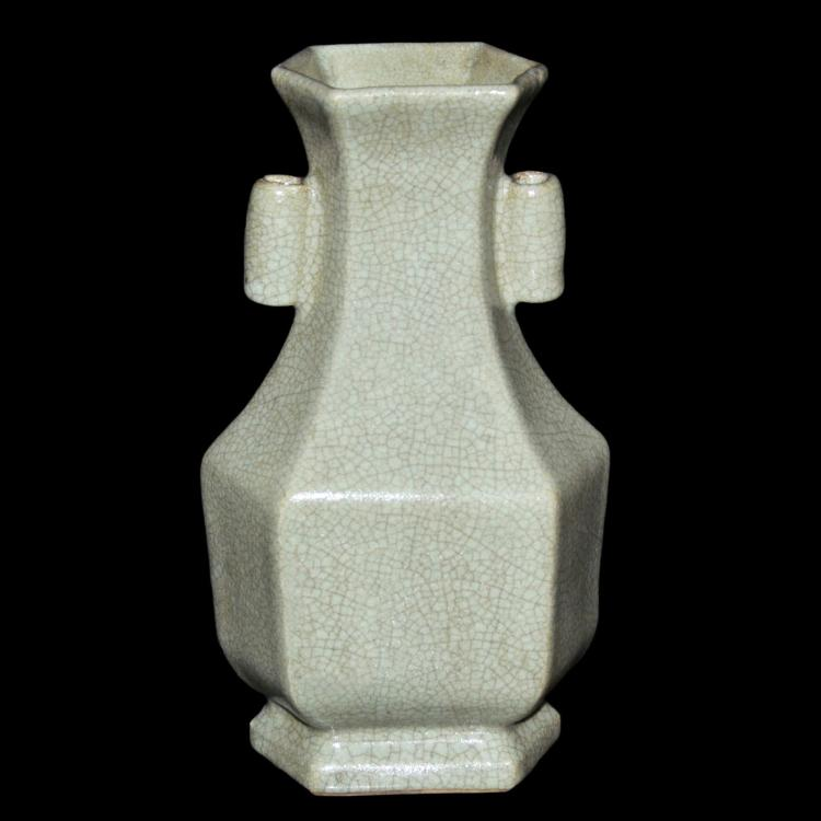 宋 青绿釉六棱贯耳瓶 Song, A Fine Celadon Glazed Hexagonal Tubular Handle Vase