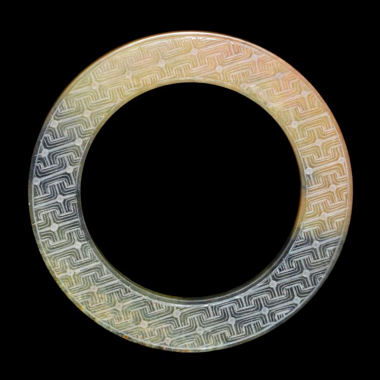 玉雕迴纹圆璧 Carved Jade Bi with Geometric Patterns
