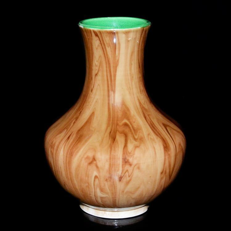 清 雍正 酱釉流淌木纹瓶 Qing, A Faux Bois Vase