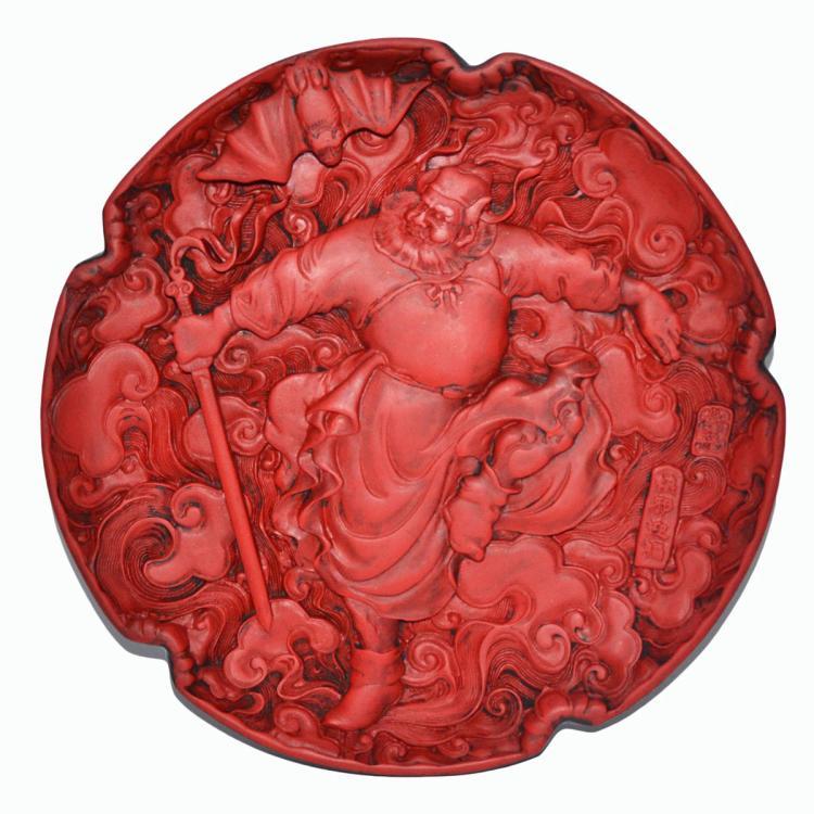 清 康熙 剔红漆雕钟馗镇邪迎蝠(福)如意盘 Qing, A Finely Carved Cinnabar Lacquer Circular Dish Depicting Zhong Kui, the Exorcist