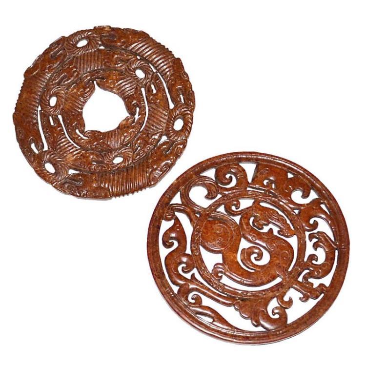 唐 玉透雕龙纹璧两件 Tang, Two Archaistic Finely Carved Jade Disc Bi