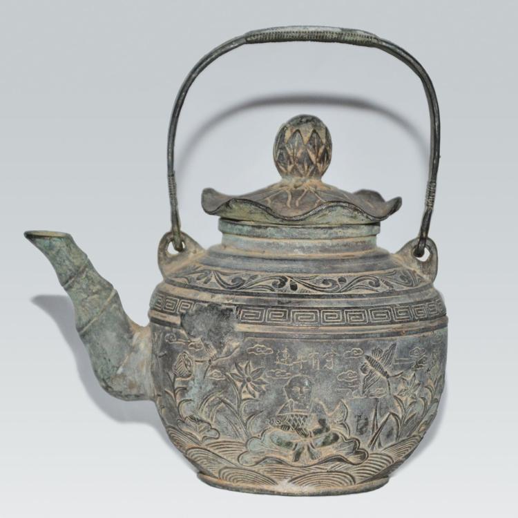 铜铸浮雕人物荷池纹(连年有余)荷叶盖提樑壶 Bronze Teapot cast with Auspicious Scene of Lotus Pond