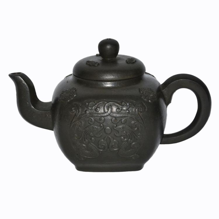 清 杨彭年 紫砂贴花宝相龙纹圆方壶 Qing, Zisha Square Teapot