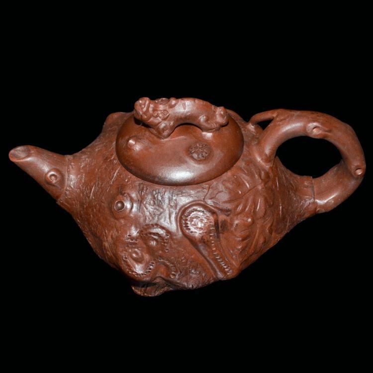 紫砂树瘿龙钮壶 Zisha Burl Teapot Carved with Dragon Knop