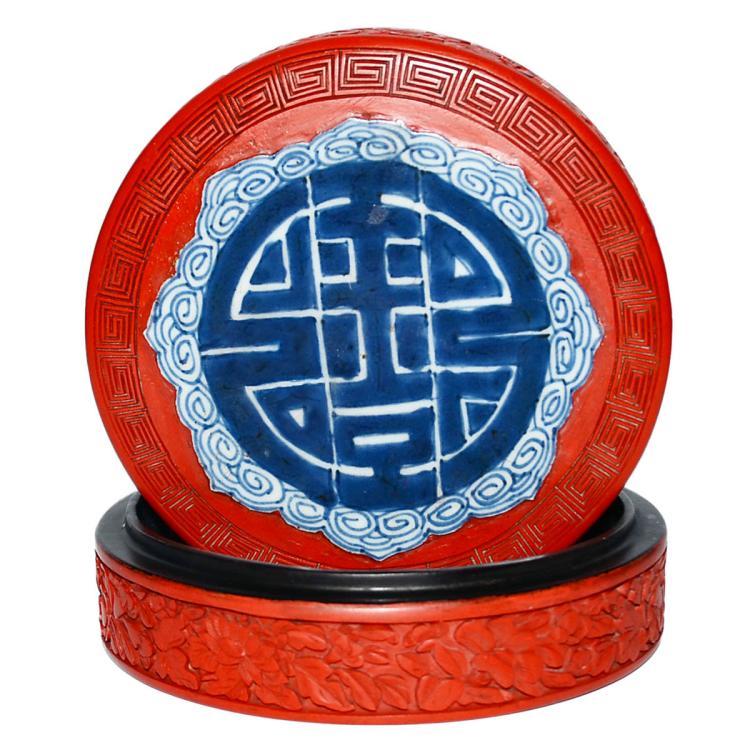 清 剔红漆雕花卉纹青花嵌镶寿云如纹盖盒 Qing, A Circular Cinnabar Lacquer Box