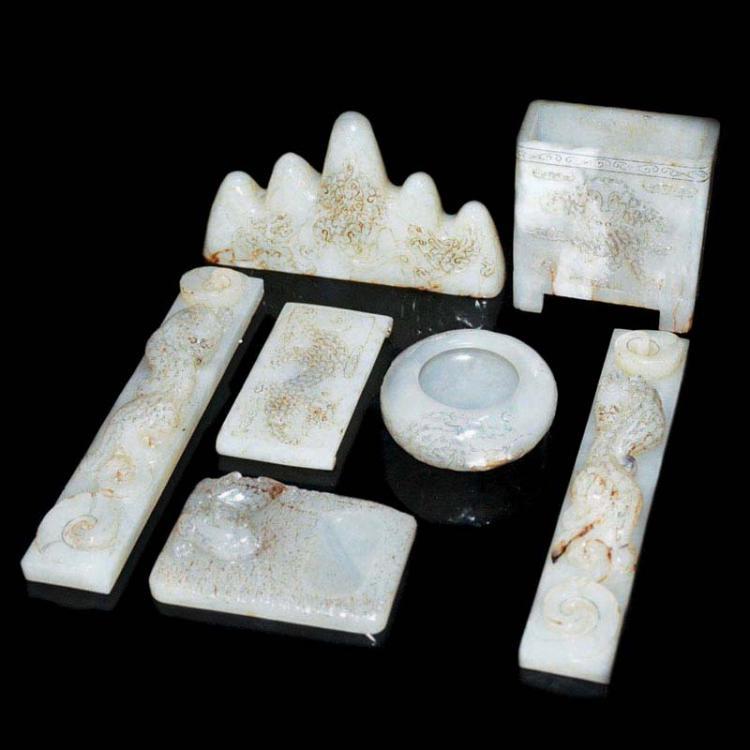 汉 光武帝 白玉雕文房用具一套(七件) Han, A Set of Jade Stationary (7 pieces) Carved with Dragon-Leopard Motifs and Poem Inscriptions