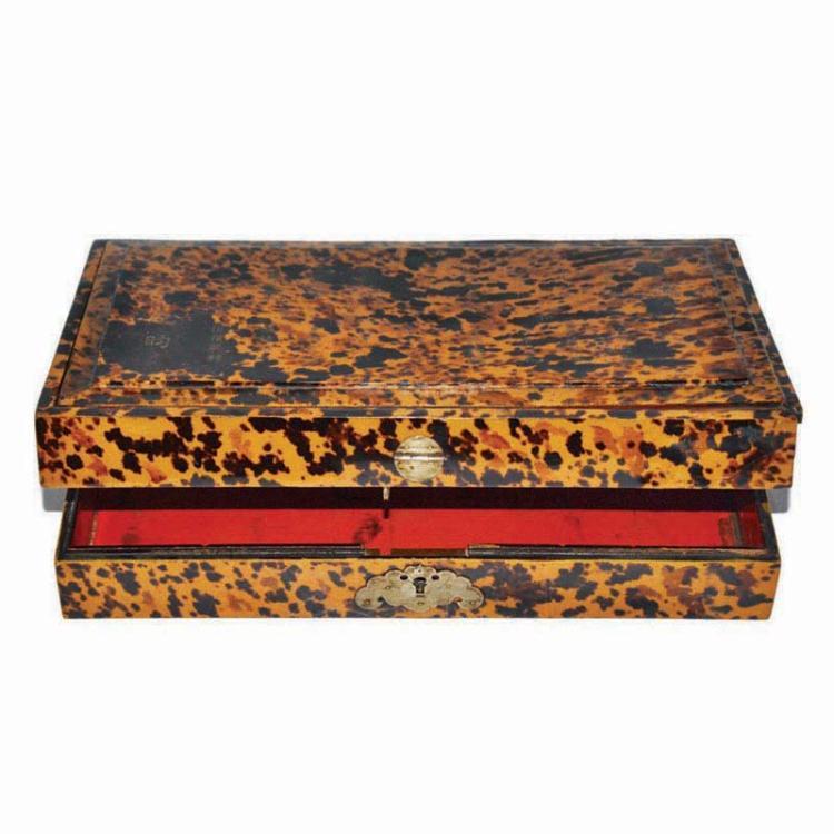 清 嘉庆 稀有纪昀大玳瑁行素堂文房四宝漆方盒 Qing, A Fine and Rare Tortoise Shell Lacquer Scholar Box, Ji-Yun, Scholar