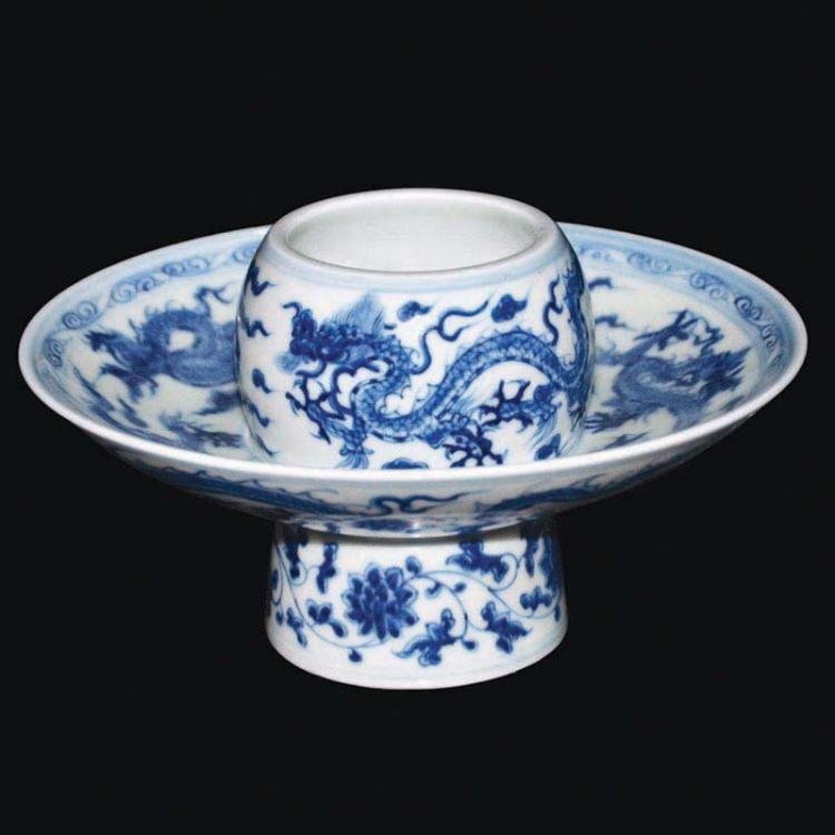 明 青花龙云纹高足托盏 Ming, A Blue and White Dragon Tuozhan Cupstand
