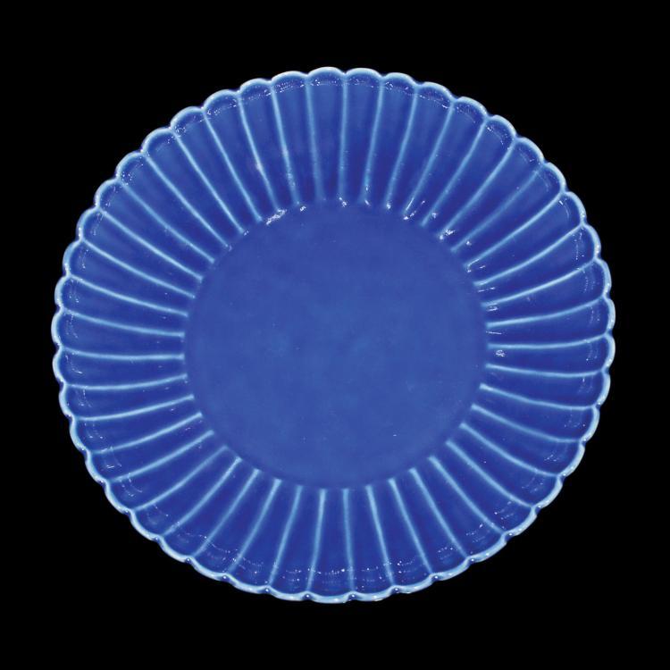 清 乾隆 霁蓝釉菊瓣盘 Qing, A Fine Blue Glazed Chrysanthemum Dish