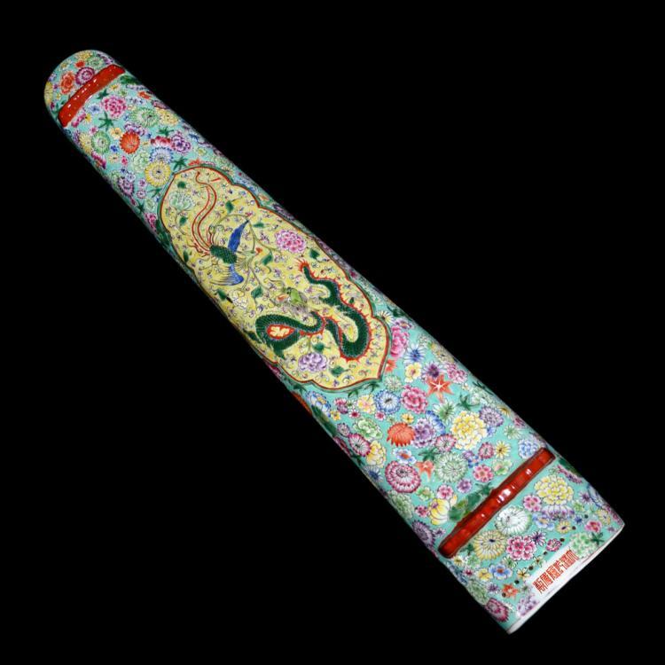 清 粉彩花卉开光龙凤纹瓷琴 Qing, Famille-Rose Porcelain Qin