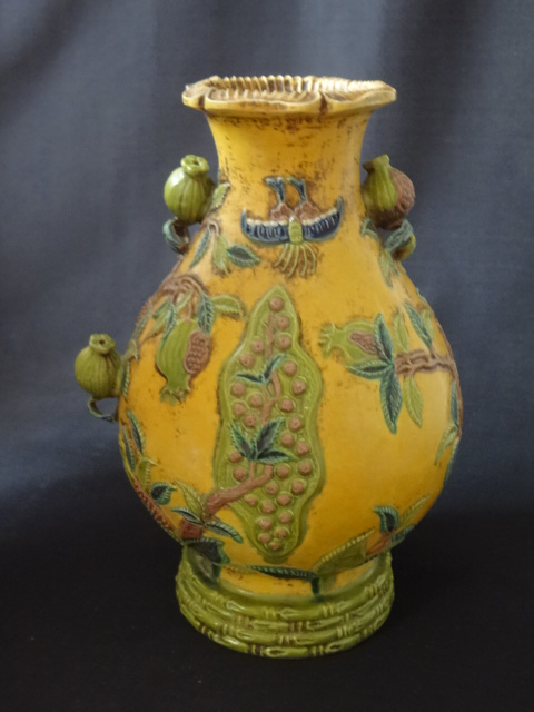 Exquisite Qing Dynasty Jiaqing Period Imperial Vase with 3-dimensional Fruits
