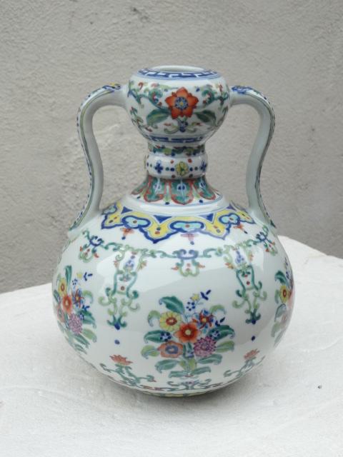 Elegant Qing Dynasty Yongzheng Period Doucai Double Gourd Vase