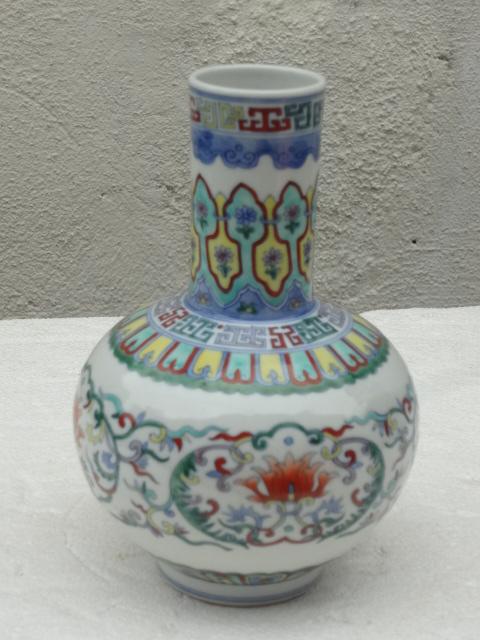 Elegant Qing Dynasty Qianlong Period Doucai Vase