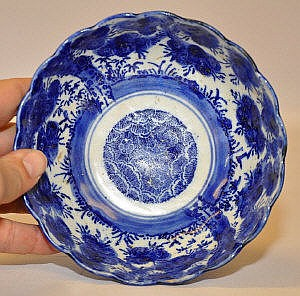 A CHINESE BLUE AND WHITE BOWL DECORATED WITH
