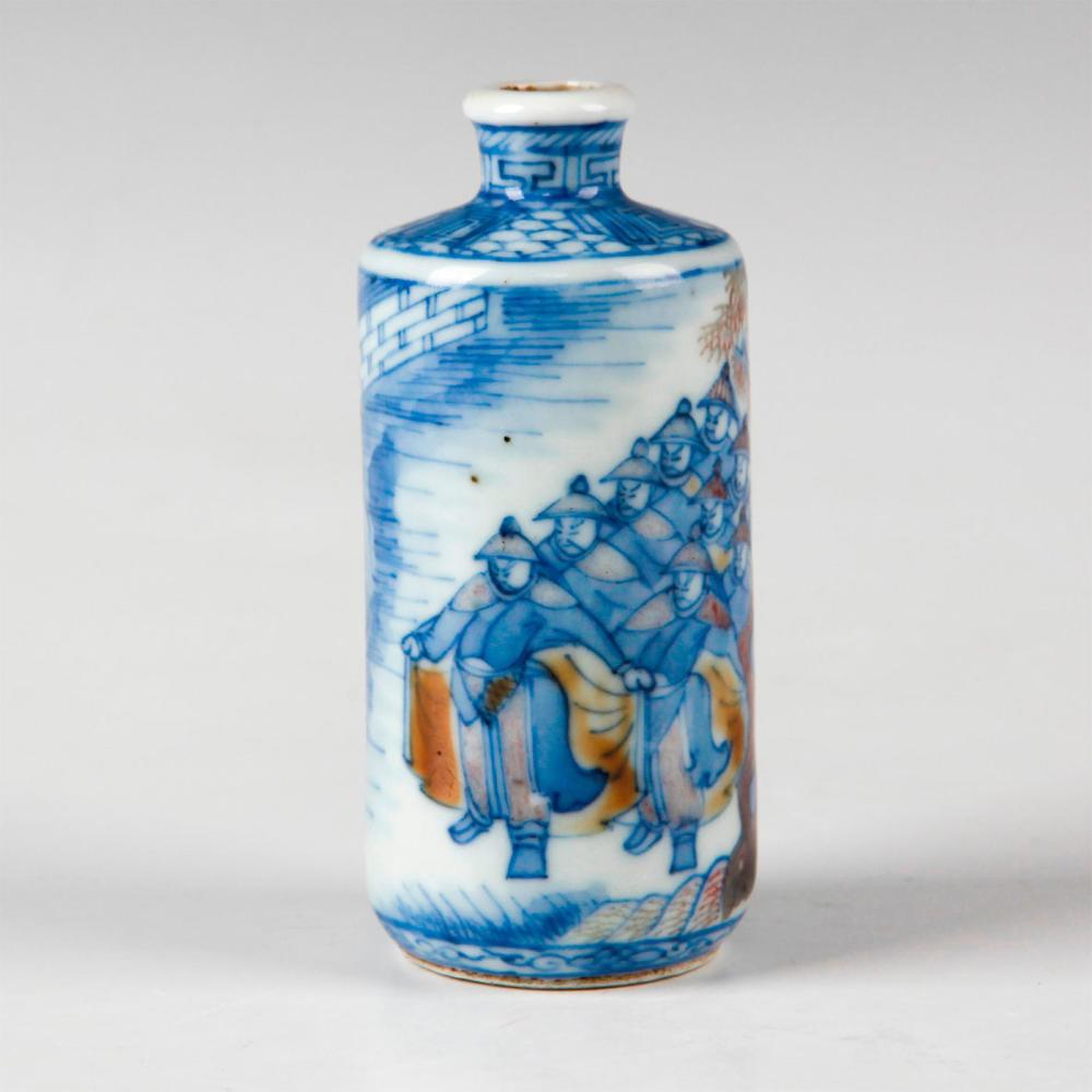 CHINESE QING DYNASTY BLUE & WHITE IRON RED SNUFF BOTTLE